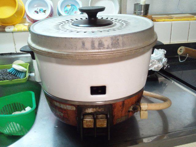 勤続51年! 骨董品的価値のガス炊飯器は今日も元気に飯を炊く