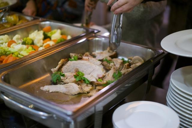 ビュッフェ形式の食事を「バイキング」と言うのは日本だけ?