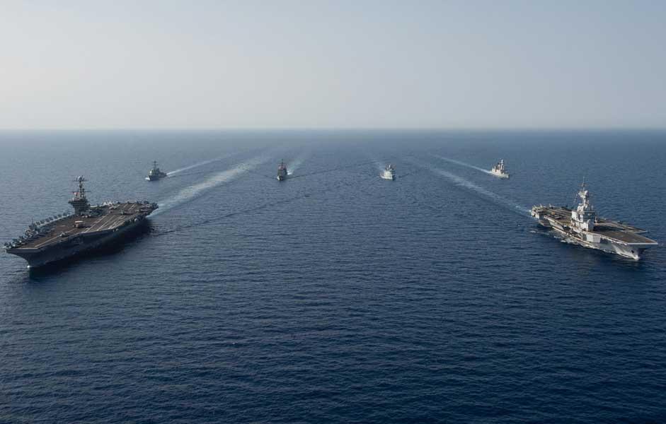 米仏の原子力空母が揃い踏み! 紅海で共同演習実施