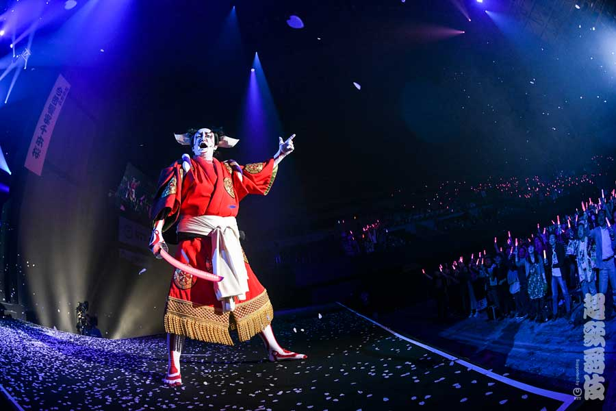 待ってました電話屋!超歌舞伎「今昔饗宴千本桜」で中村獅童と初音ミクが共演