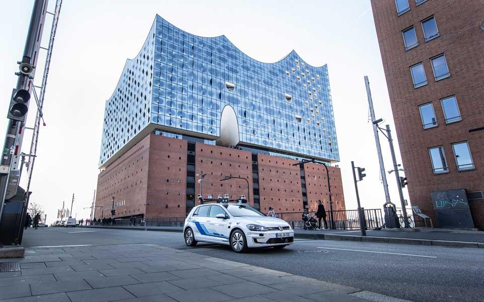 フォルクスワーゲンがハンブルク市街地で自動運転車の走行試験を開始