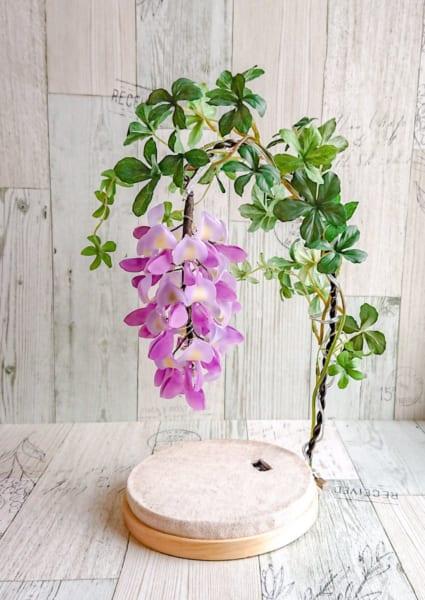 プラバンで作ったとは思えない!思わず見とれてしまう「藤の花ランプ」