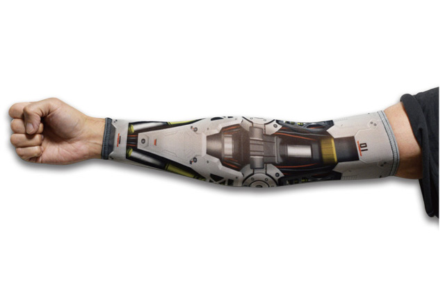 腕に装着するだけで「サイボーグアーム」なるアームカバーが話題