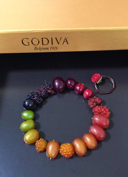 初夏の宝石たち!お菓子の箱に入れられた木の実たちについ「美味しそう」の声
