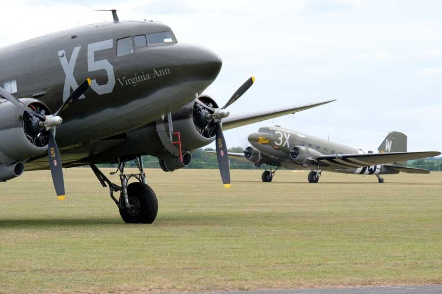 ノルマンディ上陸作戦75周年 空挺作戦を行った輸送機がかつての基地に大集合