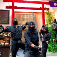 忍ぶ気ゼロの忍者屋敷「忍者カフェ&バー」が東京・浅草にオープン