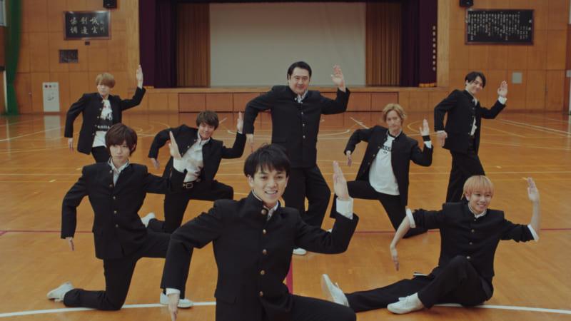ジャニーズJr.ユニット「Travis Japan」が広告初出演 「オランジーナ100」Web動画で小手伸也と共演