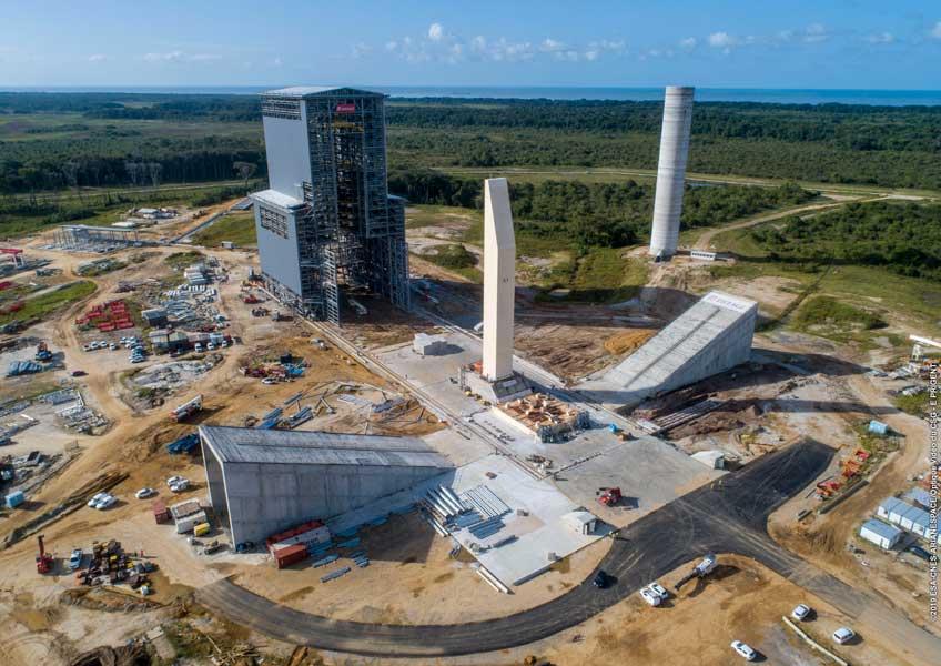 ヨーロッパの次期主力ロケット アリアン6の移動式整備塔完成