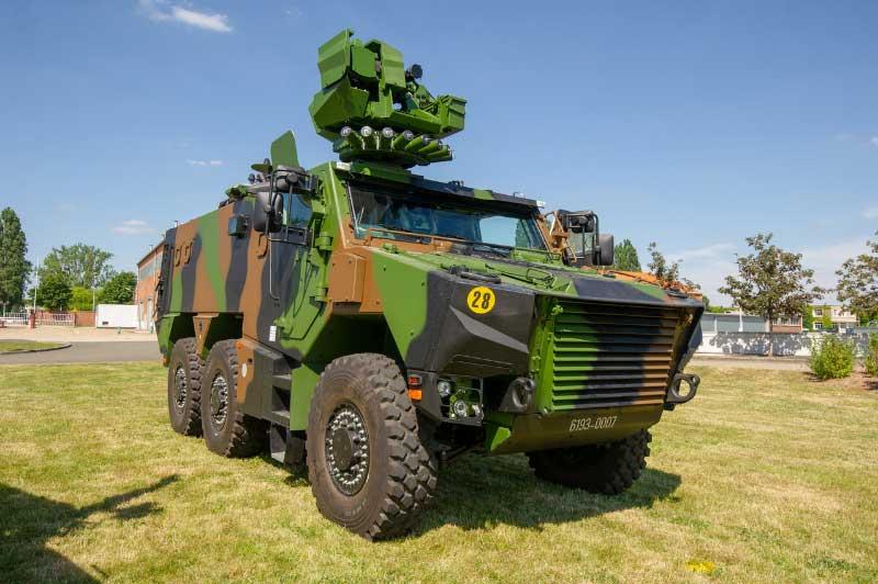 フランス陸軍が新型汎用装甲車グリフォンを受領