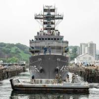 海上自衛隊の艦艇がアメリカ海軍施設にドック入り