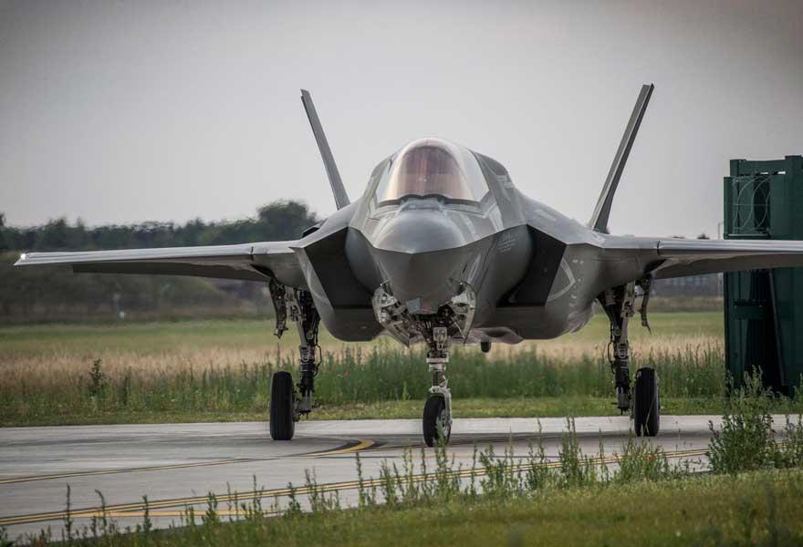 イギリス第2のF-35飛行隊本国へ到着 パイロット育成任務に従事