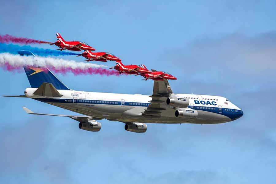 英空軍レッドアローズと英国航空「レトロジェット」がエアショウで共演