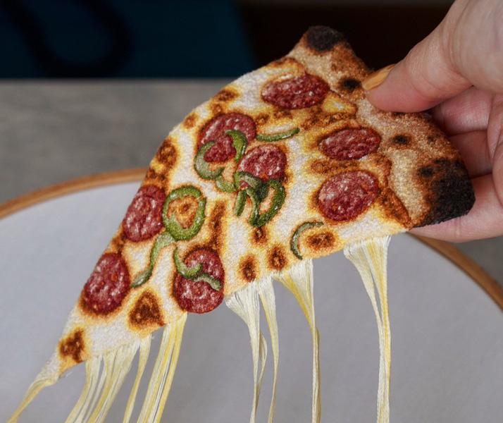 飯テロならぬ糸テロ!?刺繍で作ったピザが本物そっくり!