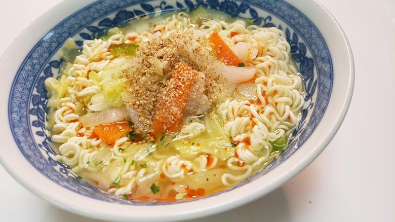 ライフハックレシピ「野菜たっぷりタンメン」が優秀 即席麺とカット野菜をレンチンするだけ