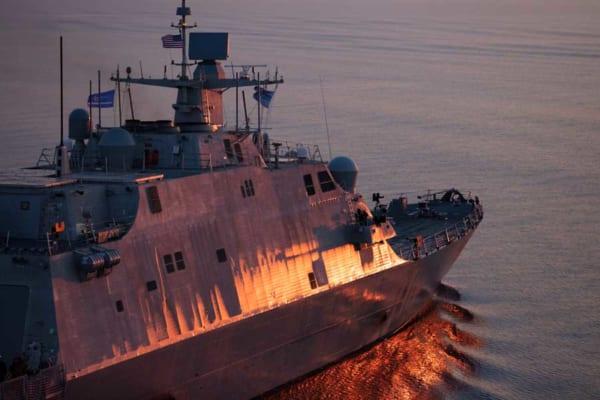 アメリカの沿海域戦闘艦インディアナポリス 新型のTRS-4D汎用レーダーを装備
