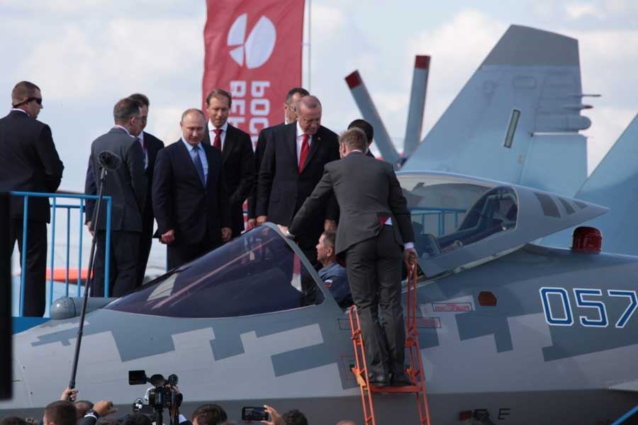トルコのエルドアン大統領 ロシアの航空ショーでステルス戦闘機Su-57を視察