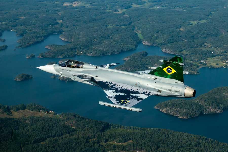 ブラジル空軍向けグリペンE 初号機が初飛行