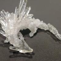 天空の生き物? レジンと水晶で作った龍が神々しい