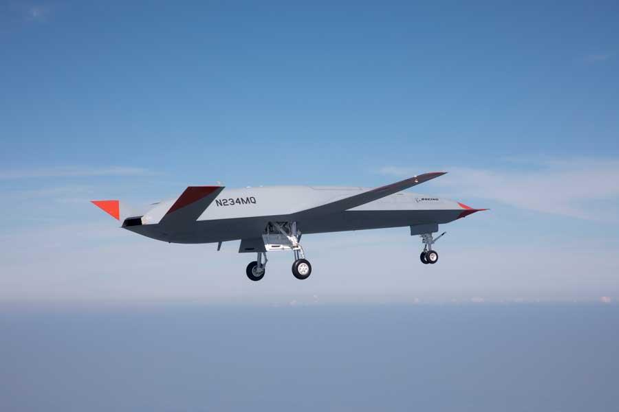 アメリカ海軍の無人空中給油機MQ-25試作機が初飛行