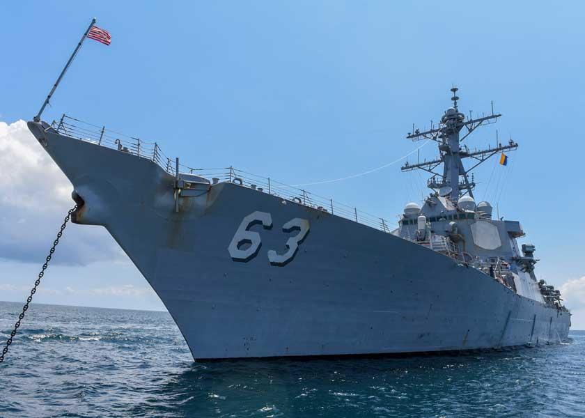 アメリカ海軍駆逐艦 サンディエゴで2隻まとめてドック入り