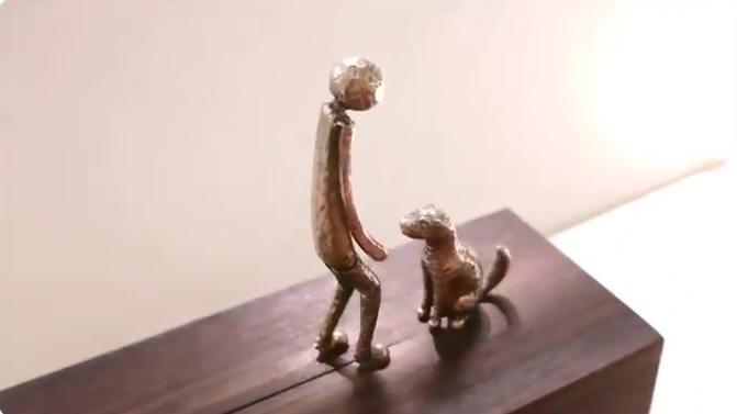 からくり人形「再会」 人形と犬の動きに思いをはせる