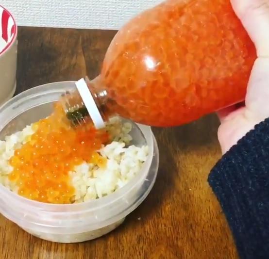 秋の味覚!生筋子から作ったイクラ漬けを手軽に保管できるライフハック