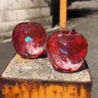 キラキラ輝くガラスのリンゴ 魔法が封じ込められているみたい…