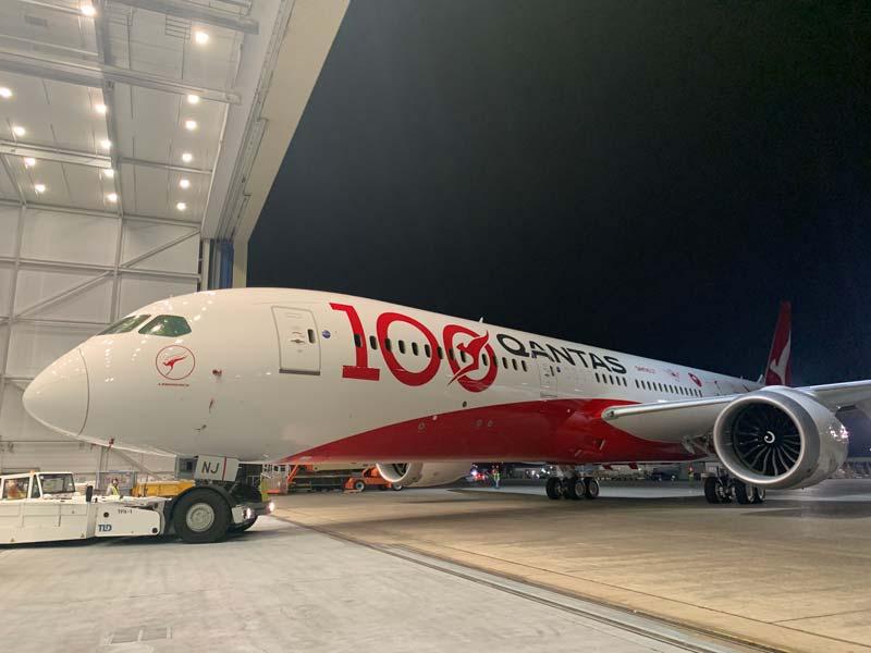 カンタス航空100周年記念特別塗装機が完成
