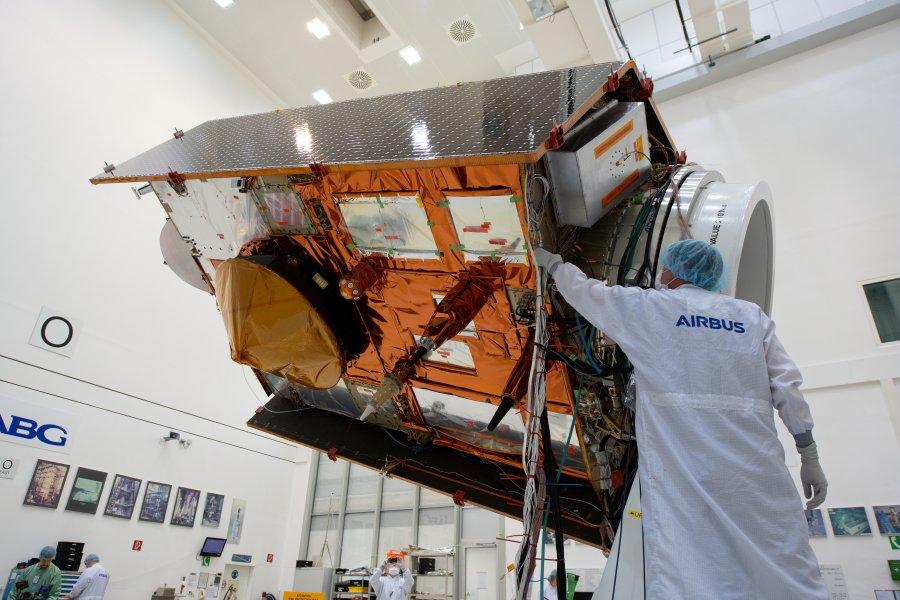 海面上昇を観測する衛星コペルニクス・センチネル-6A報道陣に公開