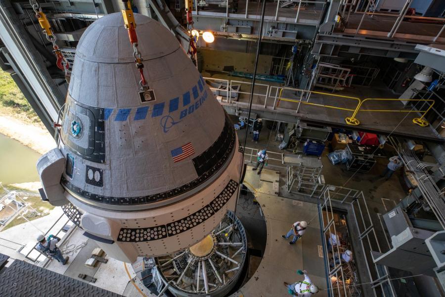 ボーイングの有人宇宙船スターライナー 試験打ち上げへ向けロケットと結合