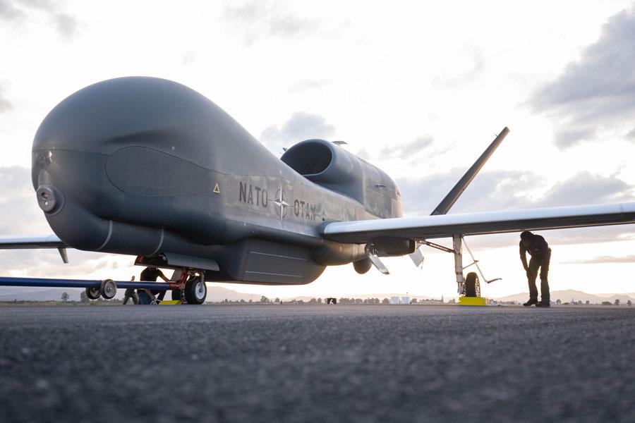 NATO初の無人偵察機グローバルホーク配備 イタリアのシチリア島シゴネラで運用予定