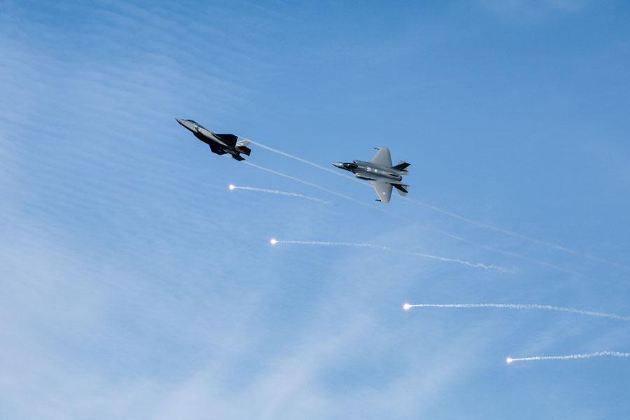 【凍結空港でもへっちゃら】ドラッグシュート装備のノルウェー空軍F-35A 初度作戦能力を獲得 汎用性 地域浸透 ->画像>26枚