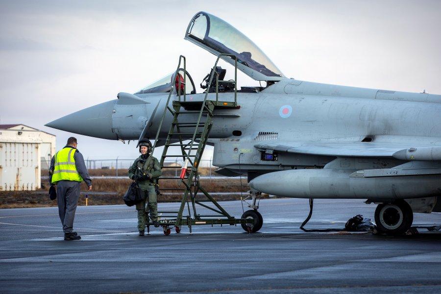 イギリス空軍戦闘機 初のアイスランド防空に着任