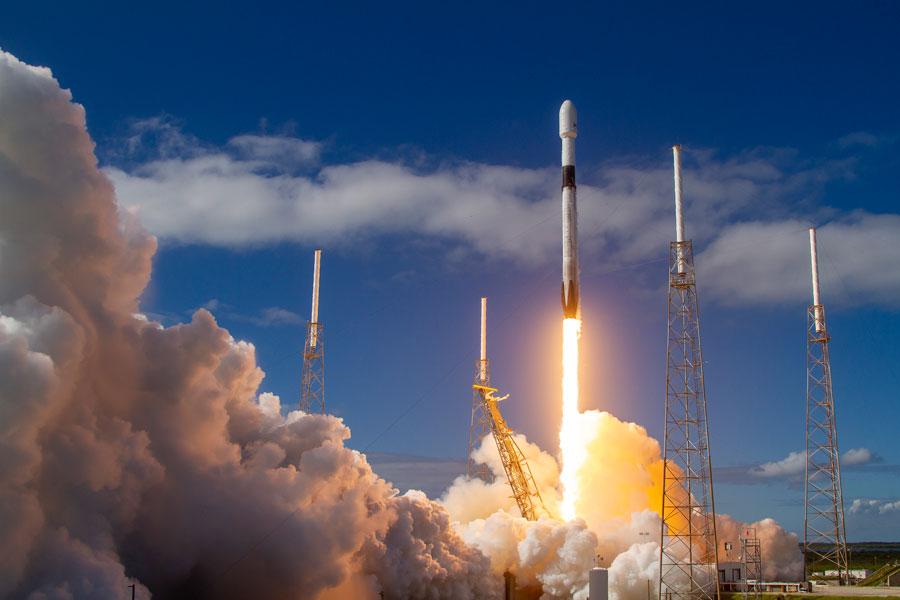 高速ネット通信衛星網「スターリンク」第1陣60機の打ち上げ成功