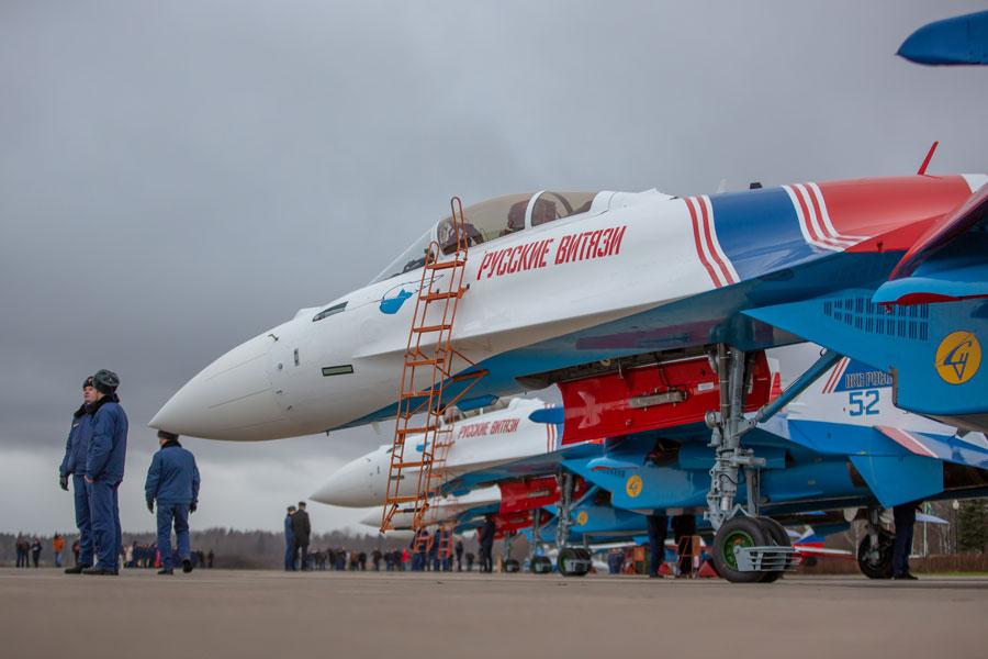 ロシア空軍アクロバットチームが最新戦闘機Su-35Sに機種転換