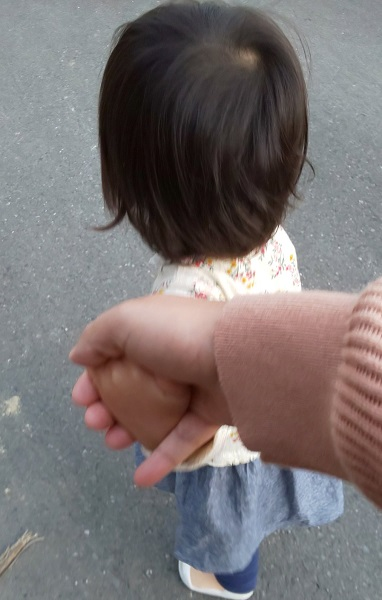 幼児と手を繋ぐ時に覚えておきたい 簡単にすり抜けられなくする方法に注目