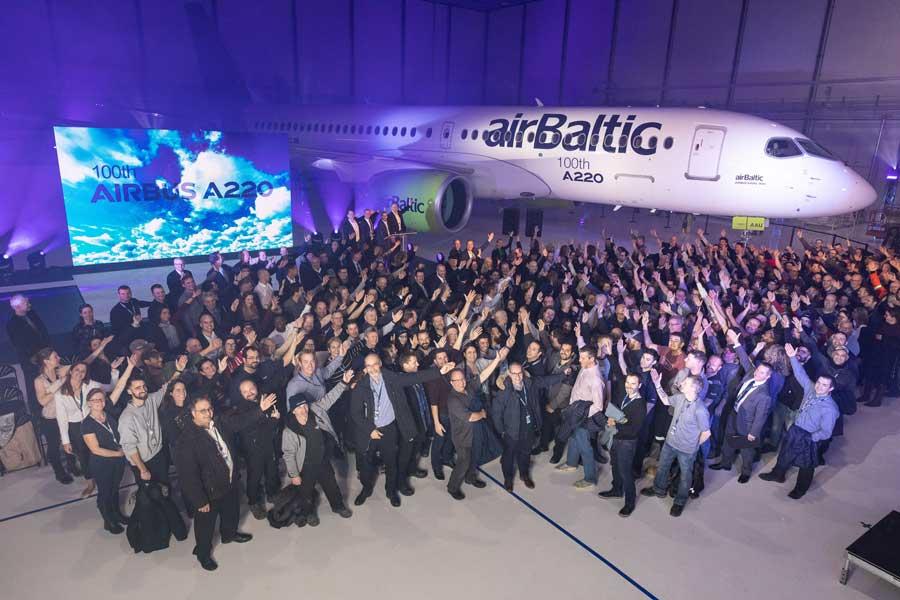 エアバスA220 通算100機目をラトビアの航空会社へ引き渡し