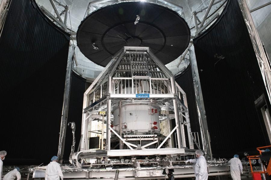 NASAの新宇宙船オリオン 巨大な施設で環境試験開始