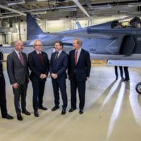 スウェーデン空軍グリペンE1号機を受領 運用評価試験へ