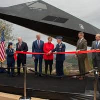 史上初のステルス実戦機F-117 レーガン大統領記念館に展示