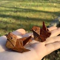 桜の落ち葉がスズメに変身! 可愛らしい姿に感嘆の声