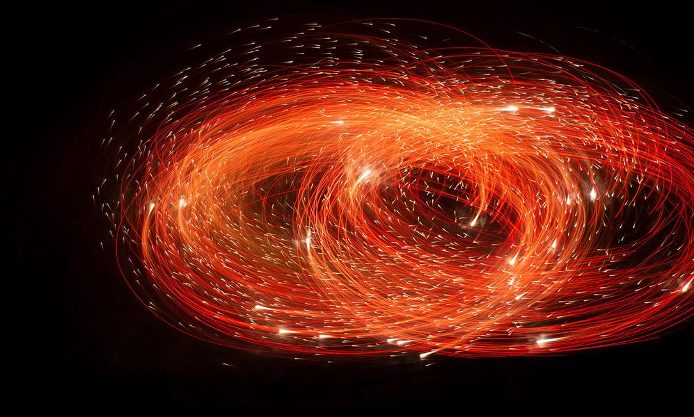花火の軌跡が描く「火の鳥」写真家長瀬正太の作品が群馬とニューヨークで展示