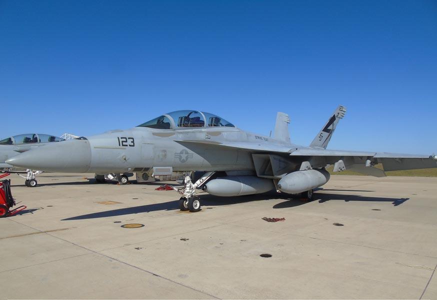 "F/A-18""ブロックIII""用赤外線照準ポッド初飛行試験終了"