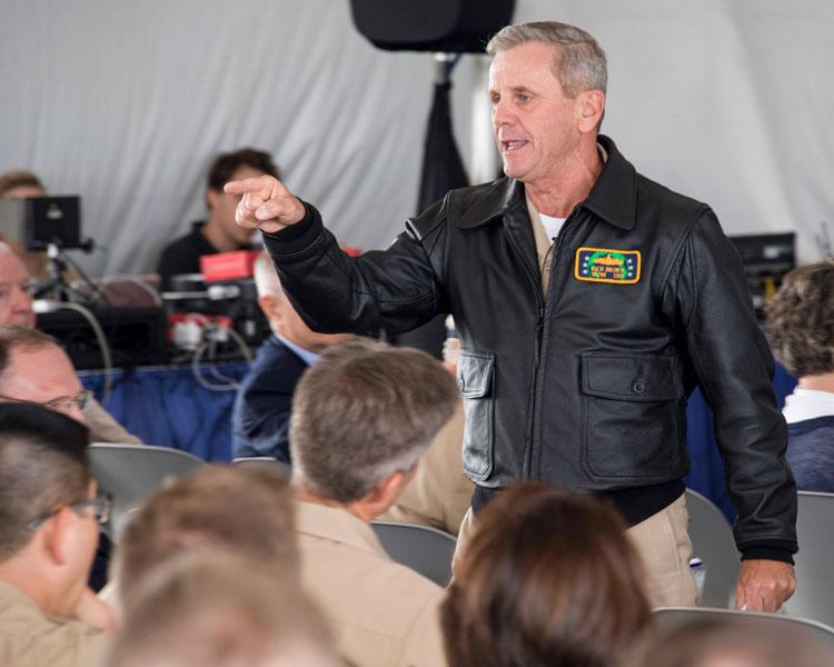 アメリカ海軍 水上艦艇の士官にレザージャケットを支給