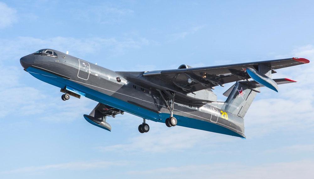ロシア海軍向け消防救難飛行艇Be-200ES初飛行