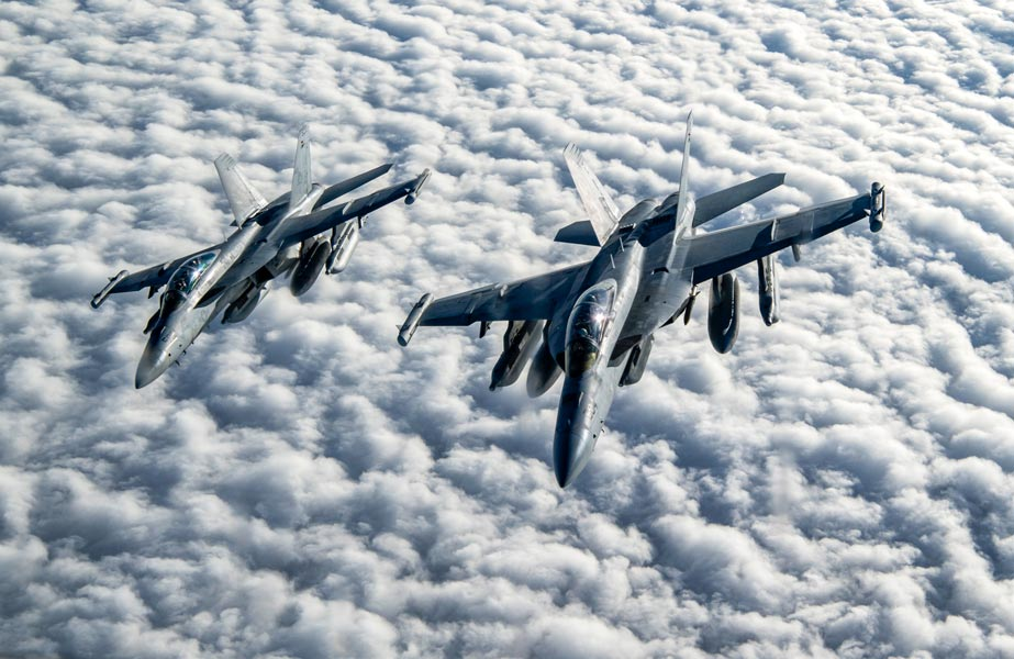 アメリカ海軍 複数の無人E/A-18Gを1機のE/A-18Gで操縦成功