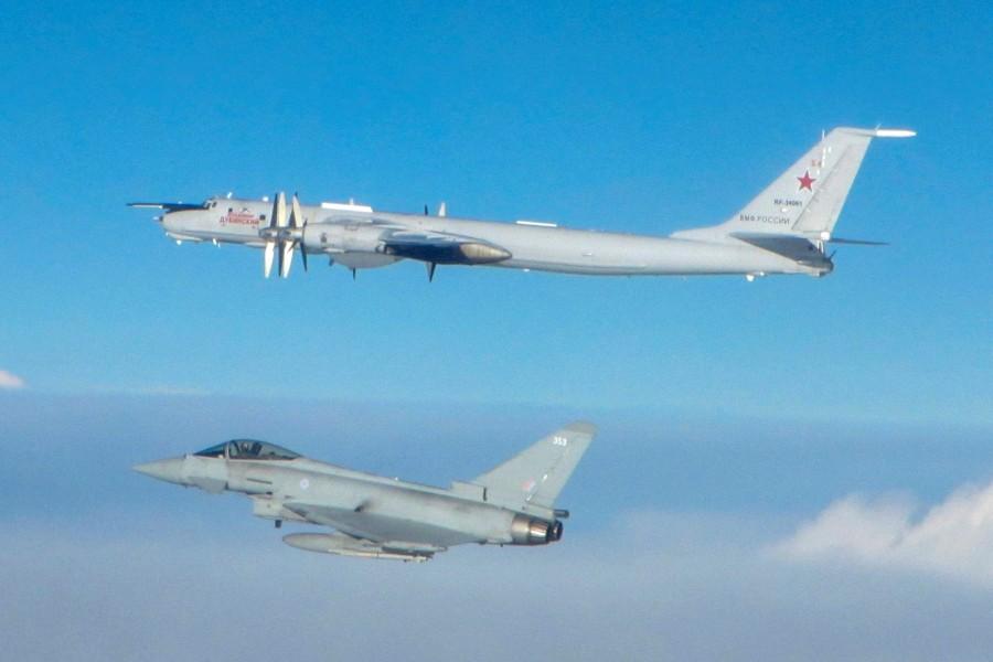 イギリス空軍戦闘機 ロシア軍機に連日スクランブル