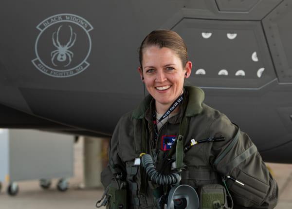 2代目は女性パイロット! アメリカ空軍F-35Aデモンストレーション ...