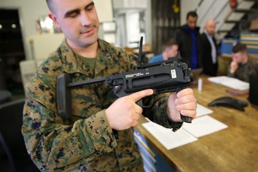 アメリカ海兵隊 陸軍に続き新型グレネードランチャーM320A1を習熟訓練中