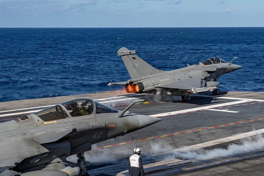 アメリカとフランスの空母打撃群 地中海で共同作戦開始